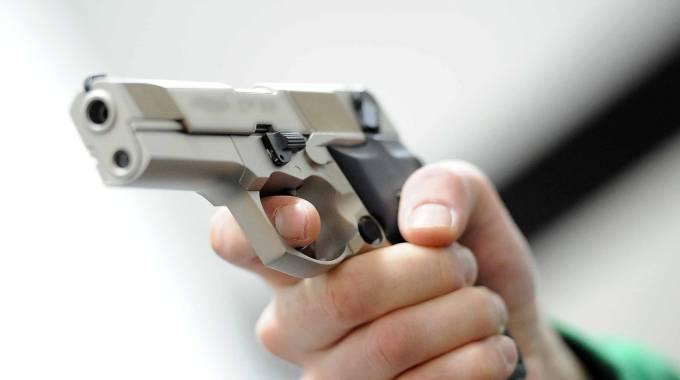 """Punta la pistola contro l'operatore dell'Enel: """"Ora ti uccido""""   - il Resto del Carlino"""