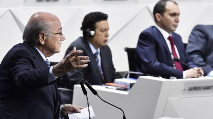 """Scandalo Fifa, oggi è il giorno del voto. Blatter: """"Qui per risolvere i problemi"""". Platini contro di lui, Putin lo difende"""