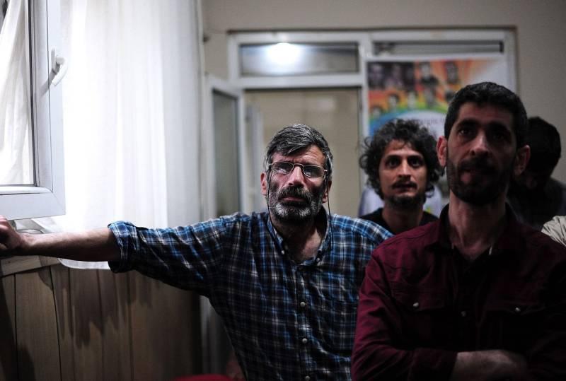 Turchia erdogan sotto il 50 curdi entrano in parlamento for Formazione parlamento