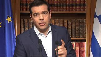 """Grecia, stop negoziati fino a domenica. Eurogruppo: """"Prima il referendum"""". Tsipras tratta. Obama chiama Renzi"""