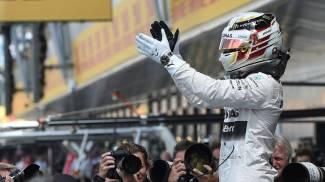 Hamilton in pole a Silverstone. Rosberg 2°, Ferrari in terza fila