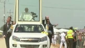 Papa Francesco star in Ecuador. Tappa nella 'perla del Pacifico'. Folla oceanica lo accoglie /LIVE