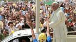 Papa Francesco star in Ecuador. Guayaquil, un milione a messa: famiglia, ancora aperture