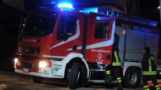 Appartamento a fuoco nella notte, salvate due donne