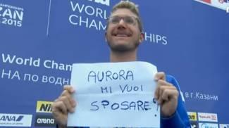 """Mondiali nuoto, oro a Ruffini e bronzo a Furlan nel fondo. E sul podio: """"Aurora mi sposi?"""""""