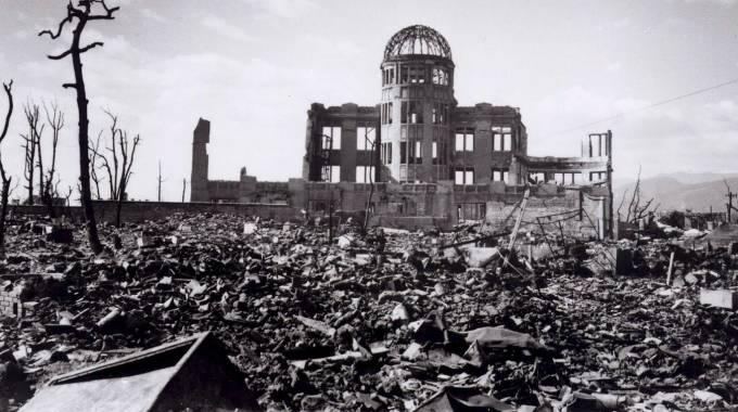 Uno dei pochi edifici rimasti parzialmente in piedi a Hiroshima