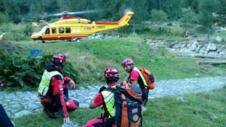 Cade in bici nel bosco e si rompe una gamba: salvato con l'elicottero nel Modenese