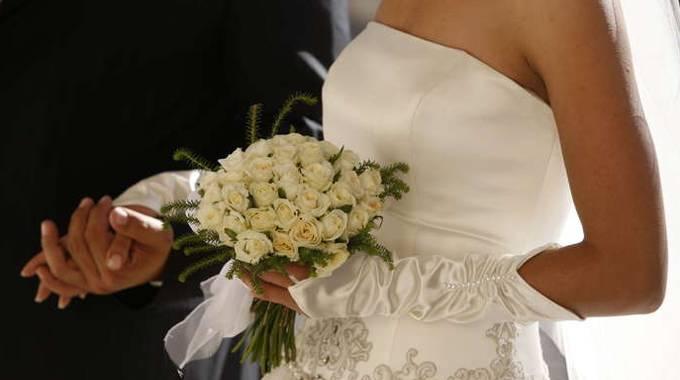 Sta per sposarsi ma clandestino espulso prima delle for Primo permesso di soggiorno dopo matrimonio