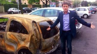 Cologno, rimossa l'auto bruciata dopo un anno e mezzo
