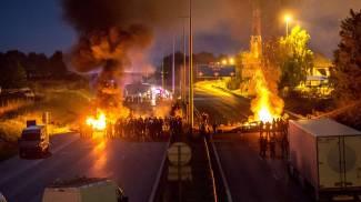 Parigi, nomadi bloccano per protesta l'autostrada dei vacanzieri: disagi