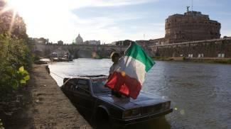 Il giro d'Italia via mare... con una Maserati