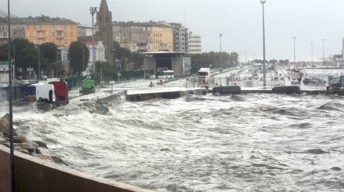 Alluvione in Costa Azzurra: 13 morti. Emergenza tra Nizza, Cannes e Antibes