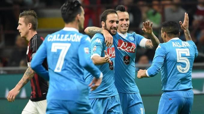 Crisi Milan, Napoli sbanca San Siro: 0-4. Fiorentina da sogno, prima da sola: 3-0