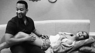 John Legend e Chrissy Teigen aspettano un bambino, l'annuncio su Instagram