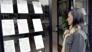Casa: l'ora degli affari. I prezzi ancora in calo attirano gli acquirenti