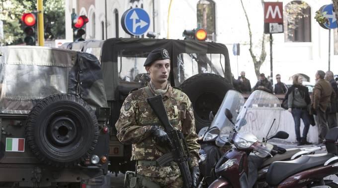 Metro di roma doppio allarme bomba quotidianonet - Allarme bomba porta di roma ...