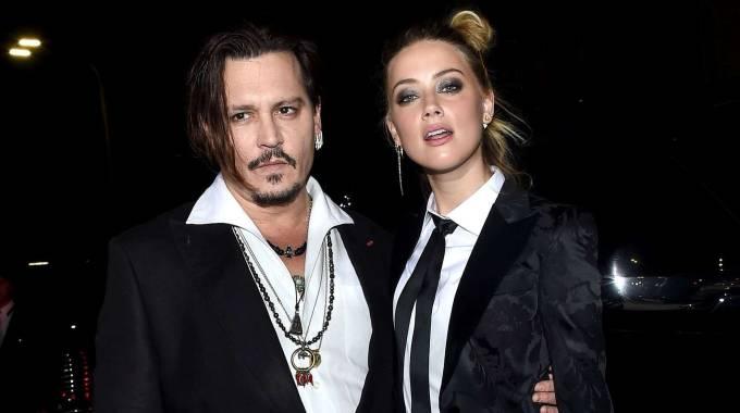 Smoking per Amber Heard alla prima di The Danish girl, con lei Johnny Depp