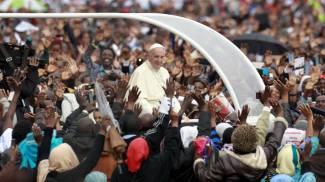Papa in Africa, cori e danze per la messa al campus di Nairobi / VIDEO