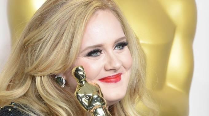 Adele, la metamorfosi tra 19 e 25: da neodiplomata a diva