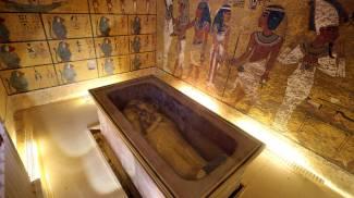 """Svelato il segreto di Tutankhamon: """"Mamma Nefertiti riposa con lui"""""""