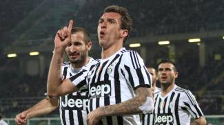 Palermo-Juventus 0-3, bianconeri a -6 dall'Inter