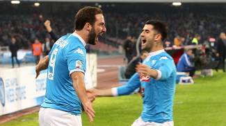 Napoli-Inter 2-1, doppietta Pipita, cuore Inter in 10 con due pali nel finale