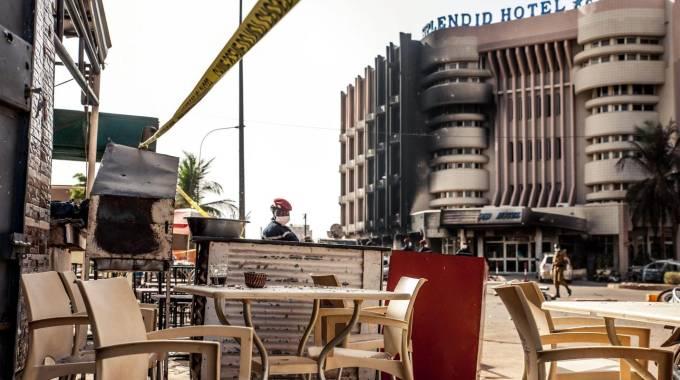 Il bar Cappuccino in Burkina Faso (foto Ansa)