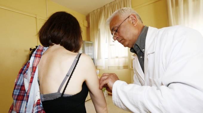 Meningite, confermato il meningococco C per la 19enne di Campi