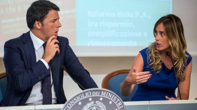 Il premier Matteo Renzi e il ministro per le Riforme Maria Elena Boschi (Lapresse)