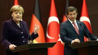 """Merkel: """"Inorridita dai raid russi in Siria"""". Turchia, neonata trovata morta di freddo e fame"""