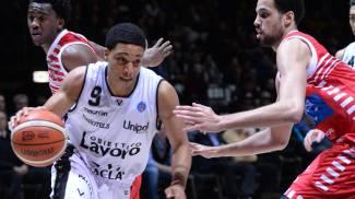 Virtus-Pesaro 79-75: Bologna respira, la Vuelle è ultima