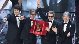 Sanremo 2016, l'omaggio di San Siro: la canzone degli Stadio prima di Milan-Genoa