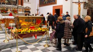San Valentino: alla fine vince la fede, messa pure per i parrocchiani / VIDEO