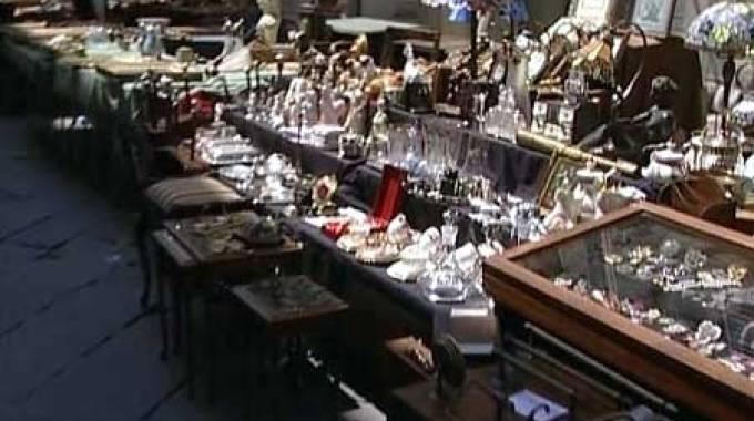 Torna la mostra mercato capannori antiqua lucca la for Mercato antiquariato lucca