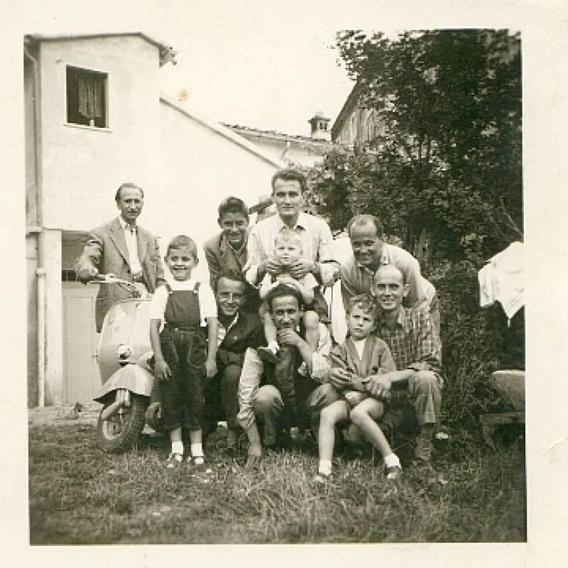 Da Riccardo Giannetti, figlio di Lio Giannetti, titolare officina Piaggio a Carrara dal 1952 al 2005. Qui siamo nel 1953