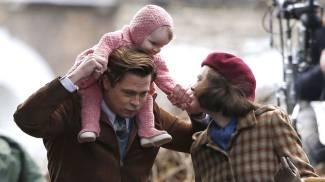 Brad Pitt 'eroe' sul set: salva una bimba schiacciata dai fan contro le transenne