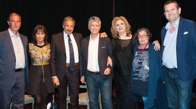 ENTUSIASMO Teatro  strapieno per l'incontro con Iva Zanicchi condotto da  Marino Bartoletti e organizzato da Franca Dini