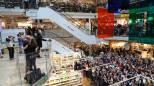 Milano, folla di fan da Eataly per Renato Zero