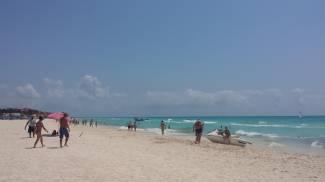 """Nudisti al mare, infuria la polemica, l'appello: """"Dateci una spiaggia"""" / SONDAGGIO"""