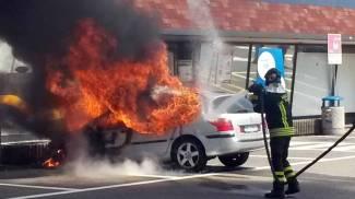 Auto in fiamme all'autogrill di Somaglia sulla A1