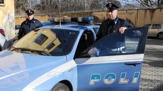 Tentano di investire i poliziotti con un suv rubato, ma sono già liberi