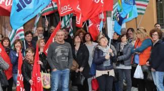 """Ausl, i lavoratori in presidio: """"No a questa integrazione"""""""