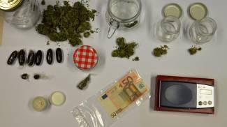 Nascondeva la droga in casa: benzinaio arrestato per spaccio