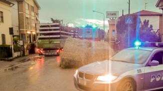 Tir perde il carico, provinciale Val d'Ete chiusa al traffico per due ore