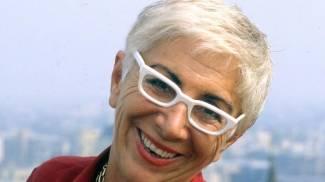 Dietro gli occhiali bianchi... c'è Lina Wertmuller