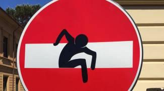 I cartelli stradali diventano opere d'arte