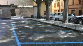 Piazza Codronchi, parcheggi vuoti e residenti infuriati
