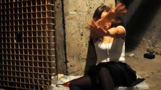 Stupra collega a fine turno: condannato a 4 anni