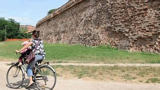 Caccia al rapinatore delle mura, polizia vicina all'identikit