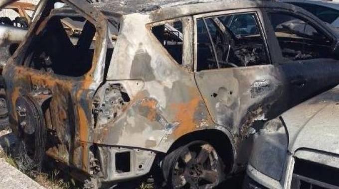 Tre auto in fiamme nella notte a Porto Recanati